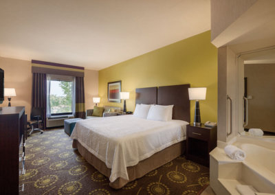 Hampton Inn by Hilton St. Robert-Ft. Leonard Wood - 1 King Bed Deluxe Room with Whirlpool - 971903