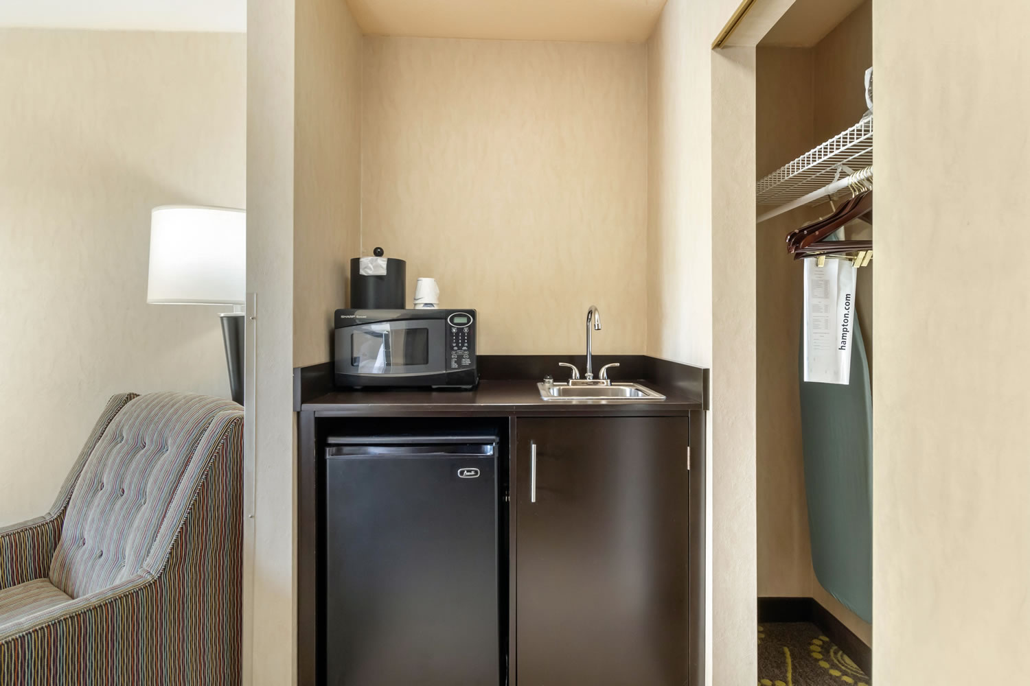 King Suite Mini Kitchenette